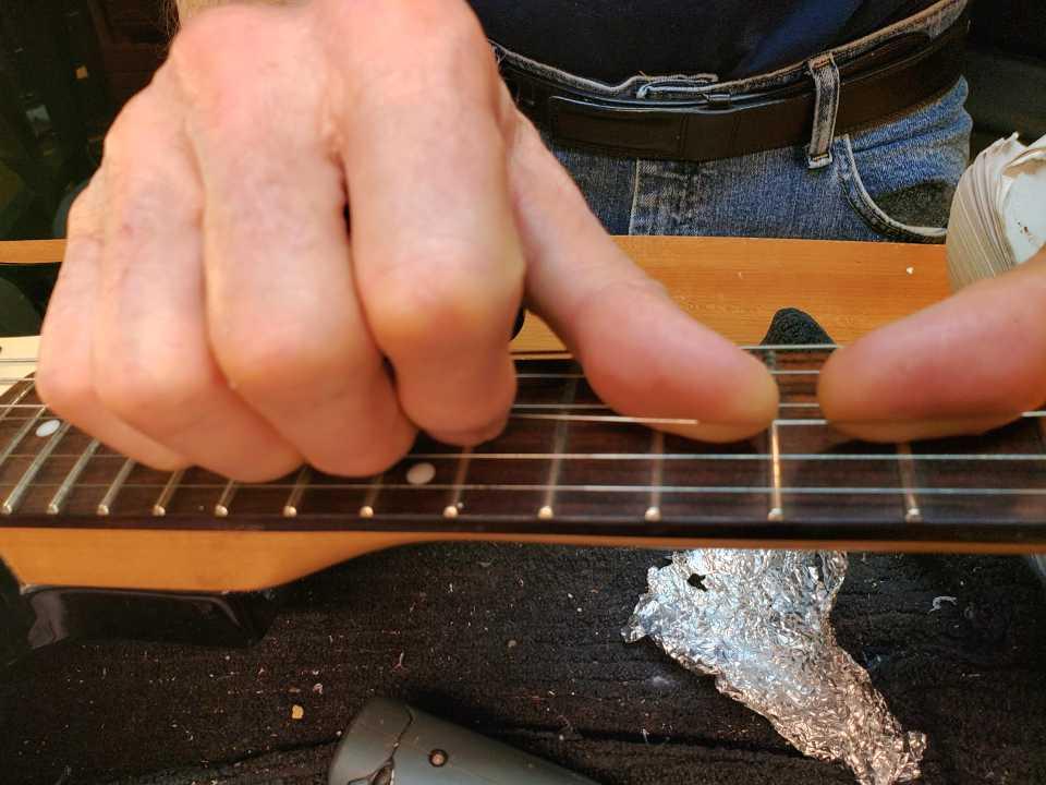 stretch guitar strings